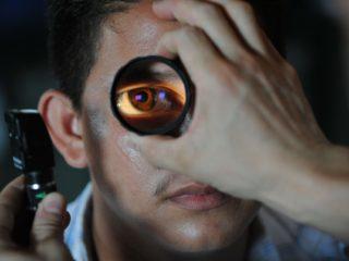optometrist-91751_1920